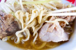 ラーメン二郎 - 麺が太くて柔らかい