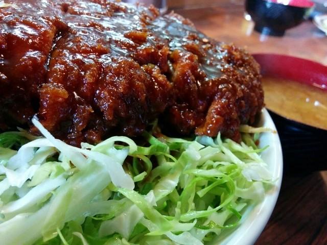 キッチンフライパン - キャベツと中濃ソースが、会津ソースカツ丼の特徴ですね!