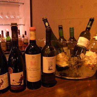 厳選されたワインの数々。