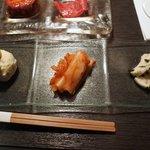 焼肉うしごろ - 季節のナムルと白菜キムチ