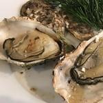 牡蠣屋 - 大振りの焼きがき