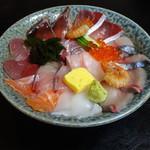 47421000 - 海鮮丼864円(税込)