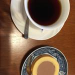 47424809 - コーヒーとアイスバームクーヘン