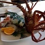 海鮮料理 日南水産 - 迫力のアングルです!