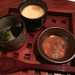 47427026 - お通し(明太子とイカの塩辛和え、ミニ茶碗蒸し、ブロッコリーとナスの素揚げ)