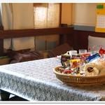 珈琲の店 プチ - お菓子いっぱい