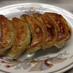 満福 - 正にハンドメイドinJAPAN。日本の中華料理屋さんらしい、真面目な餃子(税込、450円)。