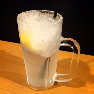 焼酎自体を凍らせて作る生レモンサワー380円!