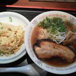 たんびに亭 - 中華そばと半チャーハンのセット700円(税込)