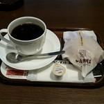 上島珈琲店 - ホットコーヒーと十勝あずきミルク珈琲あんぱん