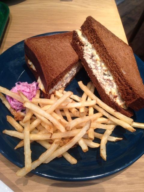 ロンハーマンカフェのツナメルトサンドイッチ