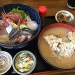 魚康 - おまかせ海鮮丼とアラ汁