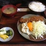 鈴与し - とんかつ定食(御飯・お新香・みそ汁付)900円