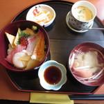やま文 - 日替わりランチ 海鮮チラシ1080円