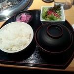 焼肉マルイシ - ライス・みそ汁・サラダ