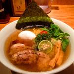 りょう花 - 贅沢のせ鶏塩らー麺