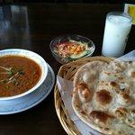 インド・パキスタン料理 ナイル - ランチセット(カレー・ロティ・サラダ・ラッシー)