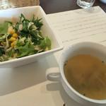 47441696 - サラダと下仁田ネギのスープ。
