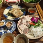 アンゴン - 柔らか煮豚と緑野菜のライスペーパー巻880円       チャーゾー780円