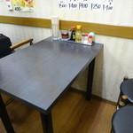 泰南 - 2階はカウンター5席と、テーブル席12席