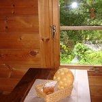 カフェトゥーリー - 日替わりで色んなパンを焼いています。ワンプレートで食べられます☆フォカッチャ&ライ麦のパン