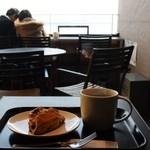 スターバックスコーヒー - ハウスブレンドのプレスとブルーベリースコーン