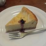 47454962 - チーズケーキ(コーヒーと合わせて920円)