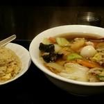 中華料理 菜香菜 - 五目ラーメン+半チャーハン