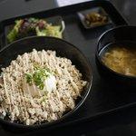 チェリー - 料理写真:鶏そぼろ温玉丼