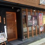 磯寿司 くるくる丸 阪神西宮店 - お店の概観です。左側が入口です。そして、右側はガラス張りになっていますね。店内の様子がよく見えるようになっています。