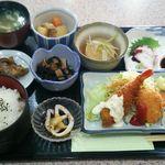 喫茶まり - 料理写真:日替り定食(エビフライ) 850円