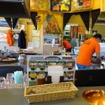 インド・ネパールレストラン&バー SAGUN - 内観