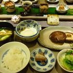 47468810 - 朝食)原木椎茸、一品、ご飯のお供