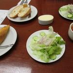 シェ・ミカワ - サラダとパン
