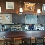 地魚料理 おくむら - 店内とメニュー。