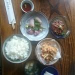 地魚料理 おくむら - 本日のおかずを選んだ定食。