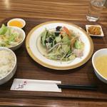 安暖亭 - 肉野菜炒め(880円)