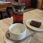 47478697 - バレンタインデー特別サービスのチョコブラウニー(2人分)+ランチのドリンク(ホットの紅茶)