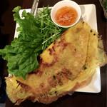 ベトナム料理 トゥアン - メイン料理「バインセオ(ベトナム風お好み焼)」