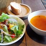 47479437 - サラダ・バゲット・スープ