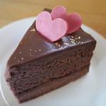 アハサ食堂 - ドリンク付きデザートセット(600円)のザッハトルテ風チョコケーキ