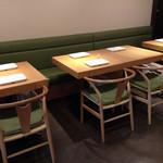 フェルム ド レギューム - 店内テーブル席