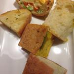 フェルム ド レギューム - 充実しているパン、キッシュ