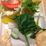 フェルム ド レギューム - 野菜とマヨネーズ主体の2種類のソース