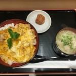 47483637 - 名古屋コーチン親子丼、鳥そばセット 1280円なり                       おお!美味しそうです!半熟のトロトロ玉子が食欲をそそります