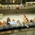 こぐま洋菓子店 - *ケースの生ケーキ