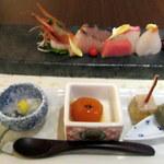 豆乳とんしゃぶ 寅太郎 - 前菜・お刺身はあらかじめ席に配膳されています