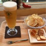モグラ食堂 - 料理写真:ハートランドビール、自家製ポテトチップス他