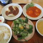 茶里人家 - 水餃子とエビチリのランチ