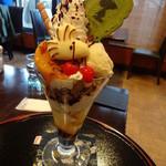 SNOOPY茶屋 由布院 - ウッドストックチョレートパフェ950円(税別)